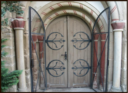 West entrance door of the mountain church to Schleiz before the restoration
